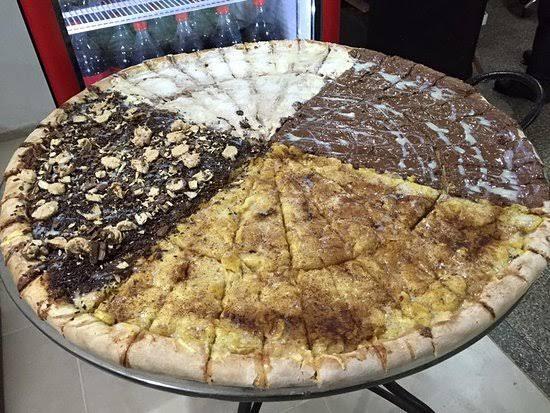 """UNIVERSIDADE DA PIZZA. Com """"Interminável"""" restaurante serve maior pizza do Brasil em Dourados."""