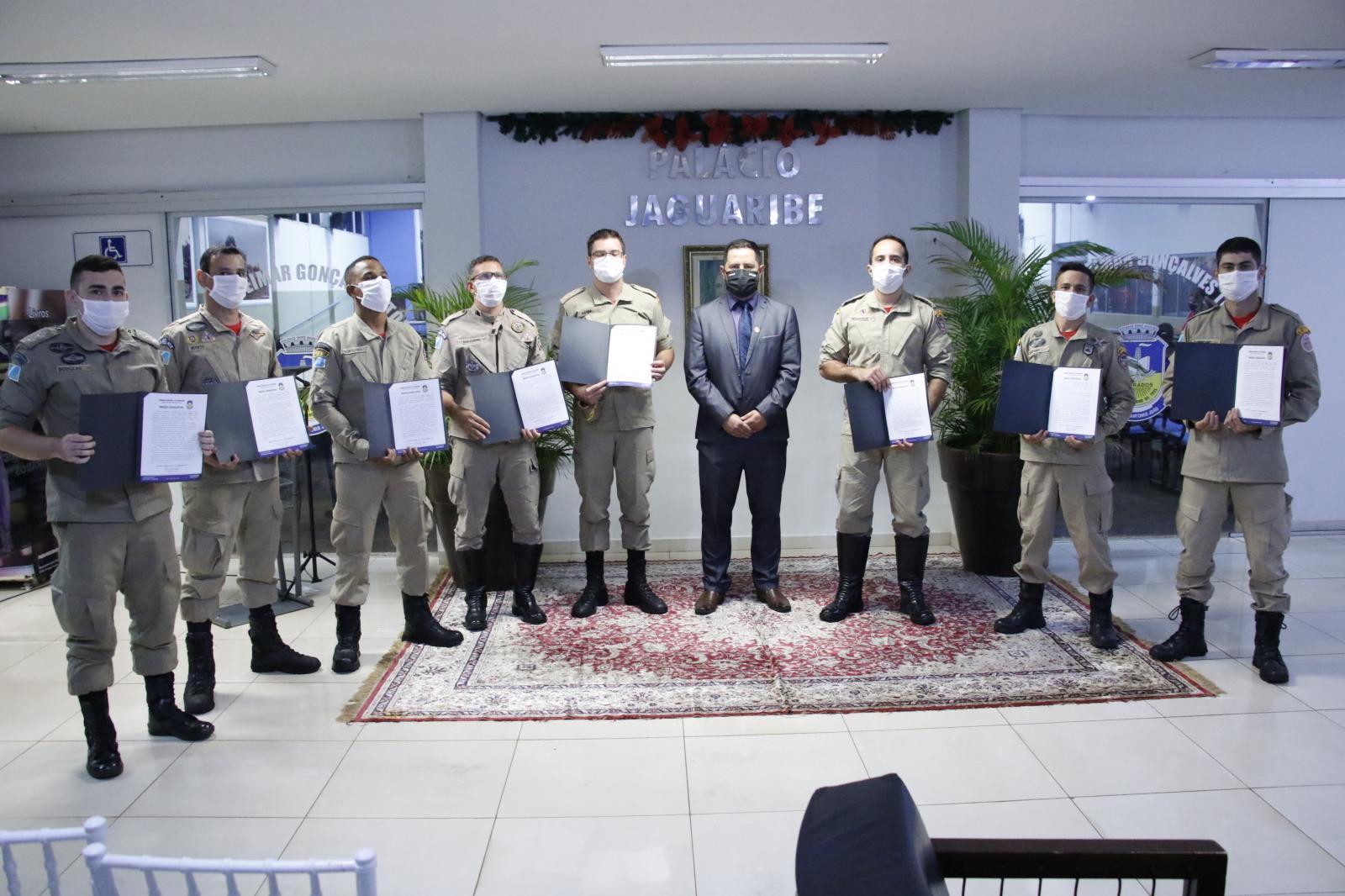 Vereador Jânio Miguel entrega títulos e honrarias aos seus homenageados