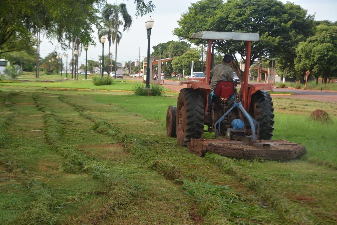 Prefeitura já roçou mais de 22 km de mato em áreas públicas