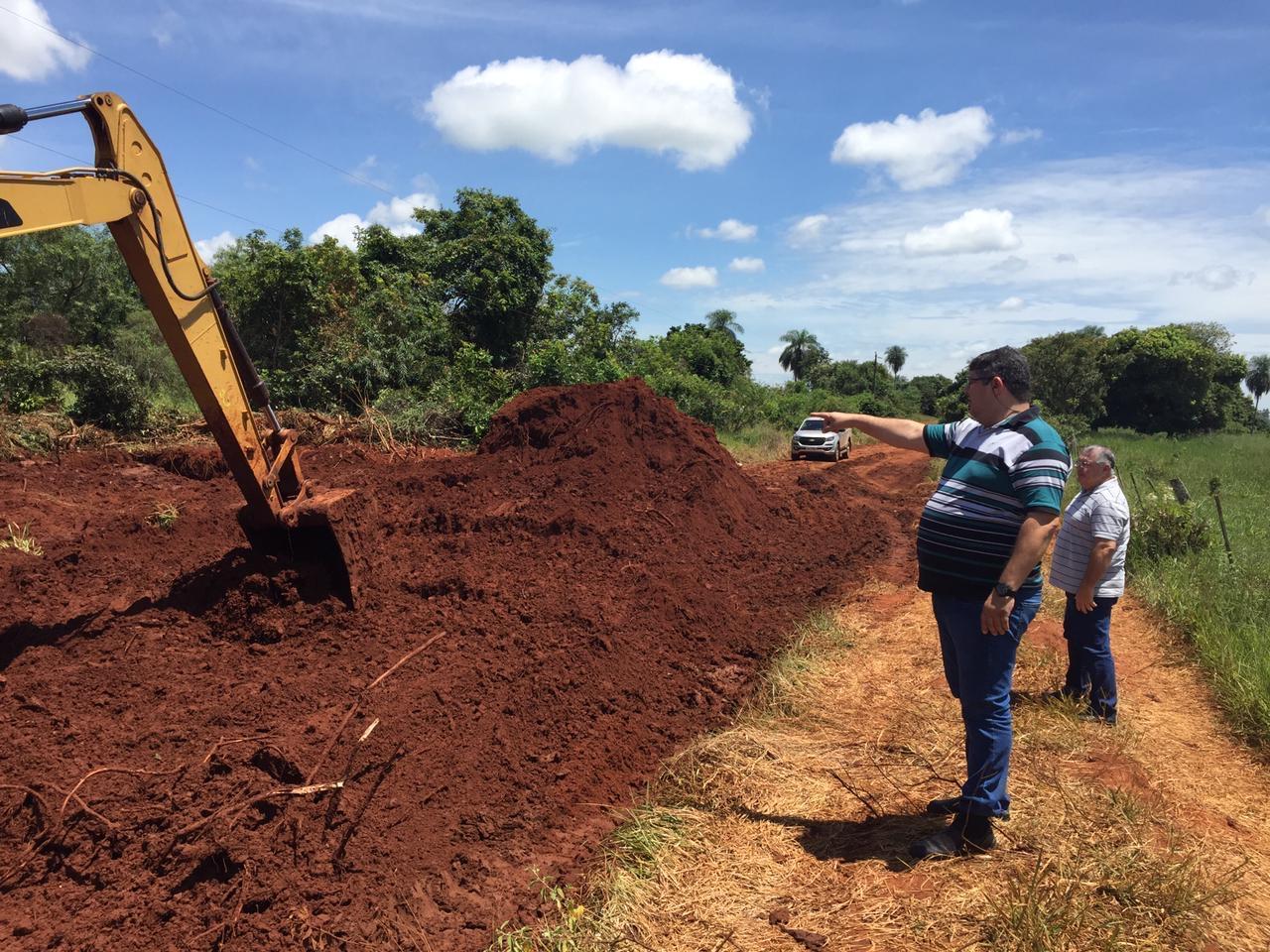 Vereador Rogério Yuri vistoria obras em estradas vicinais da Picadinha, Itahum e Copo Sujo