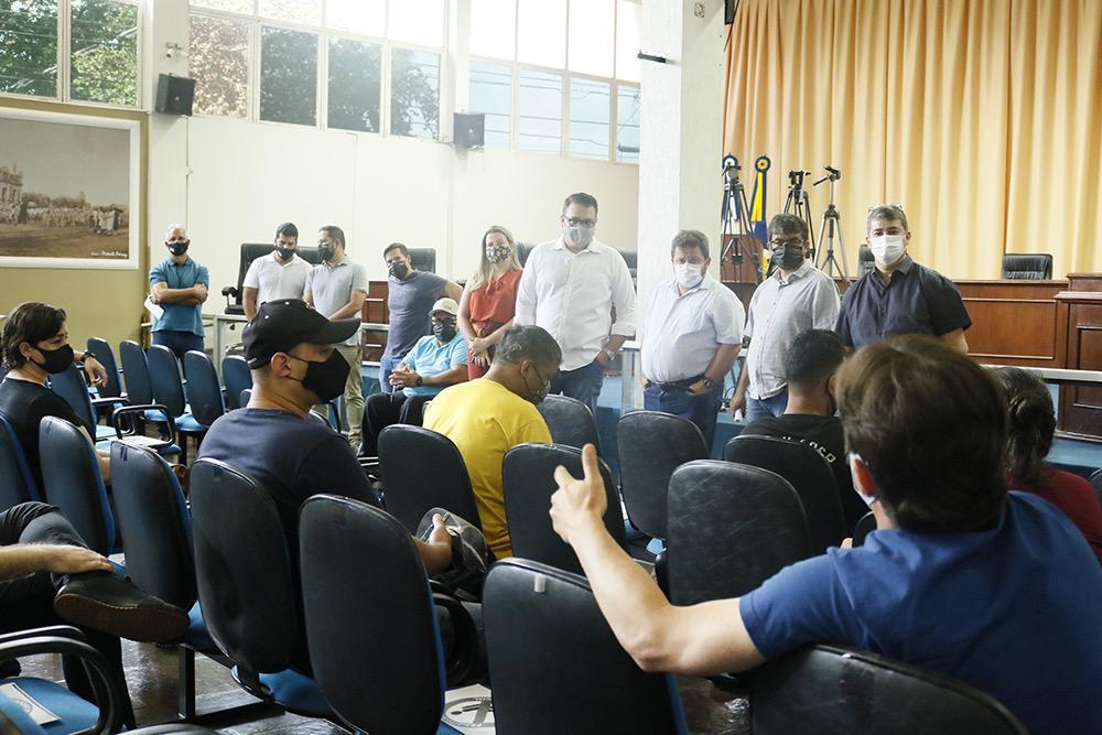 Vereadores e prefeito se reúnem com comerciantes  impactados pelo novo toque de recorrer