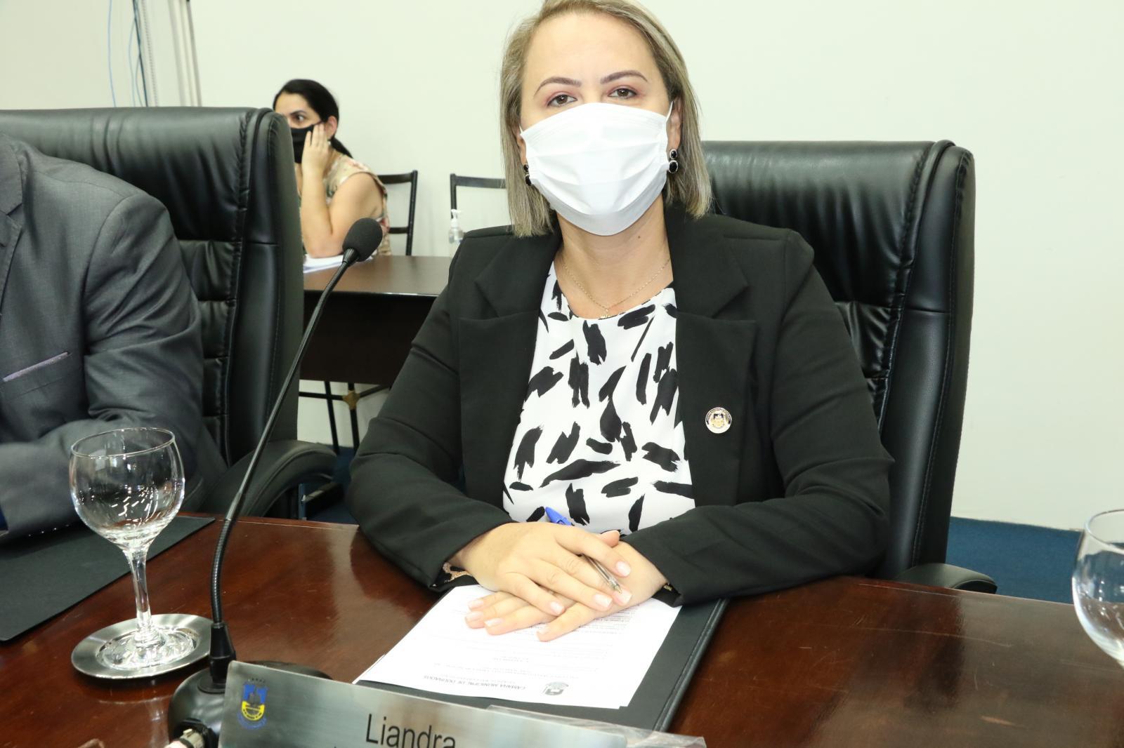 Vereadora Liandra abre mão de relatoria da CPI da Covid